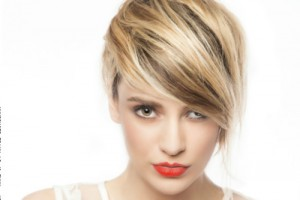 Short-Hairstyle-with-Side-Swept-Bangs-500x333-14342248243